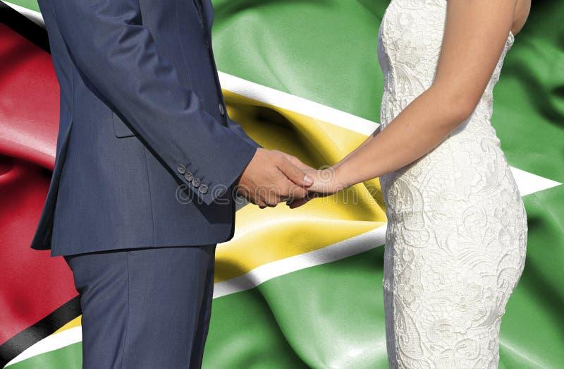 Marido y esposa que llevan a cabo las manos - fotograf?a conceptual del matrimonio en Guyana fotos de archivo libres de regalías