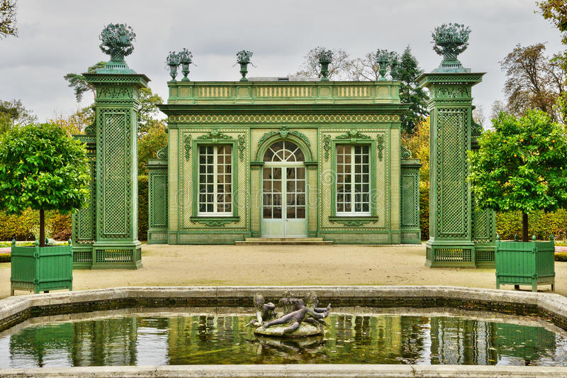 Marie Antoinette gods i parcen av den Versailles slotten arkivfoto