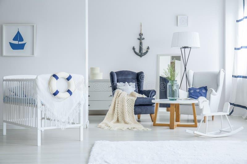 Mariene kind` s slaapkamer met voederbak royalty-vrije stock afbeeldingen