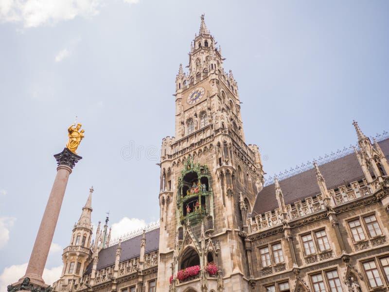 Marienplatz广场的新市镇霍尔在慕尼黑,德国 库存照片