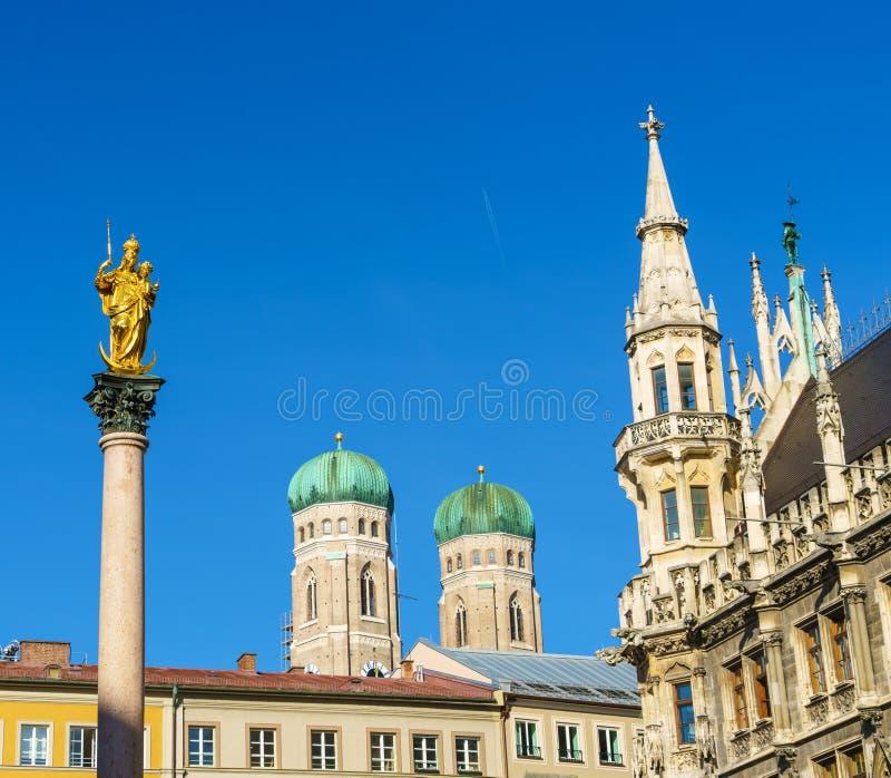Mariensäule 1639 oder Mariensaule mit Statue von Jungfrau Maria O stockbilder