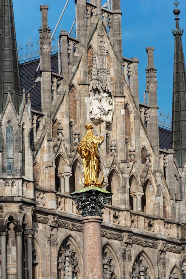 Mariensaule - Mariańska kolumna w Marienplatz, Monachium zdjęcia stock