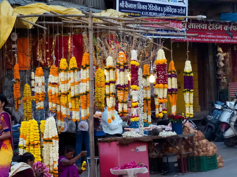 Marigold ένωση γιρλαντών στο κατάστημα στην Ινδία στοκ εικόνα