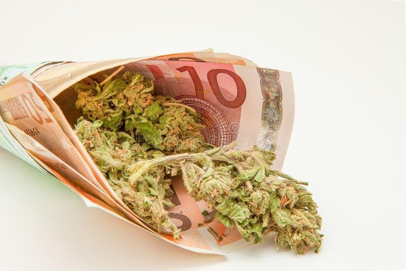 Marihuana en euro nota's stock foto's
