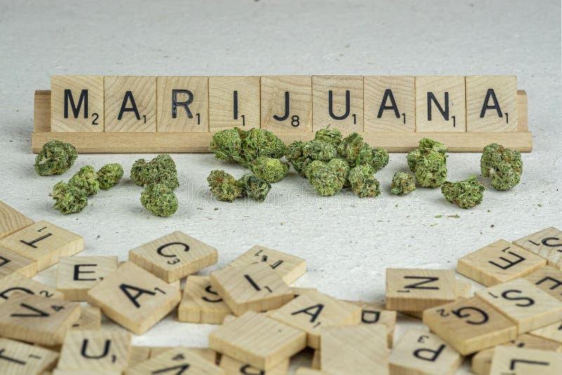 Marihuana pączki pisać w listach fotografia stock