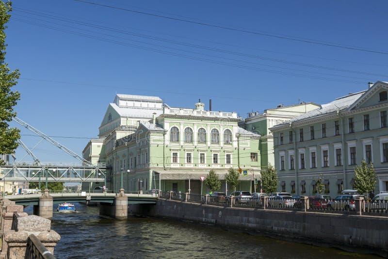 Mariinskytheater die op de Kryukov-Kanaaldijk voortbouwen in St. Petersburg royalty-vrije stock foto