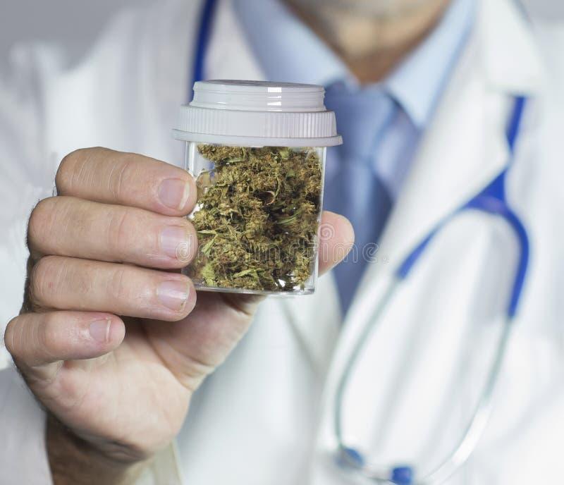 Marijuana medica dal medico fotografia stock libera da diritti