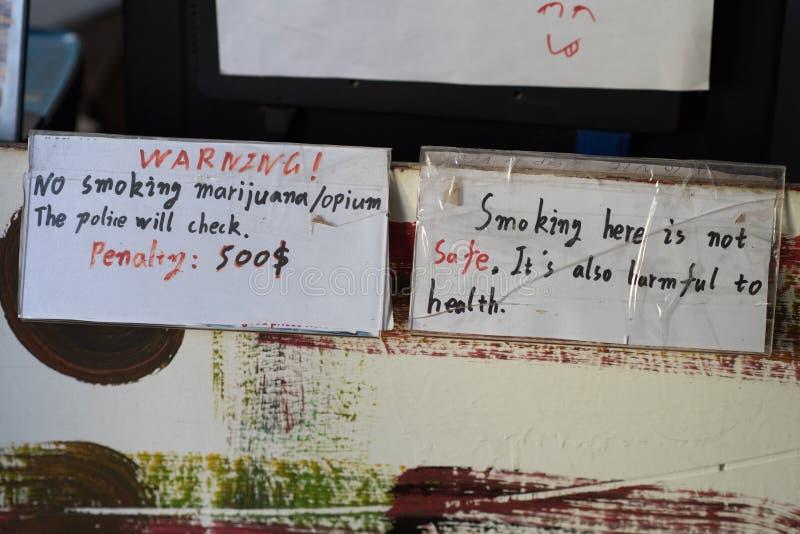 A marijuana & o ópio de fumo não reservaram imagem de stock royalty free