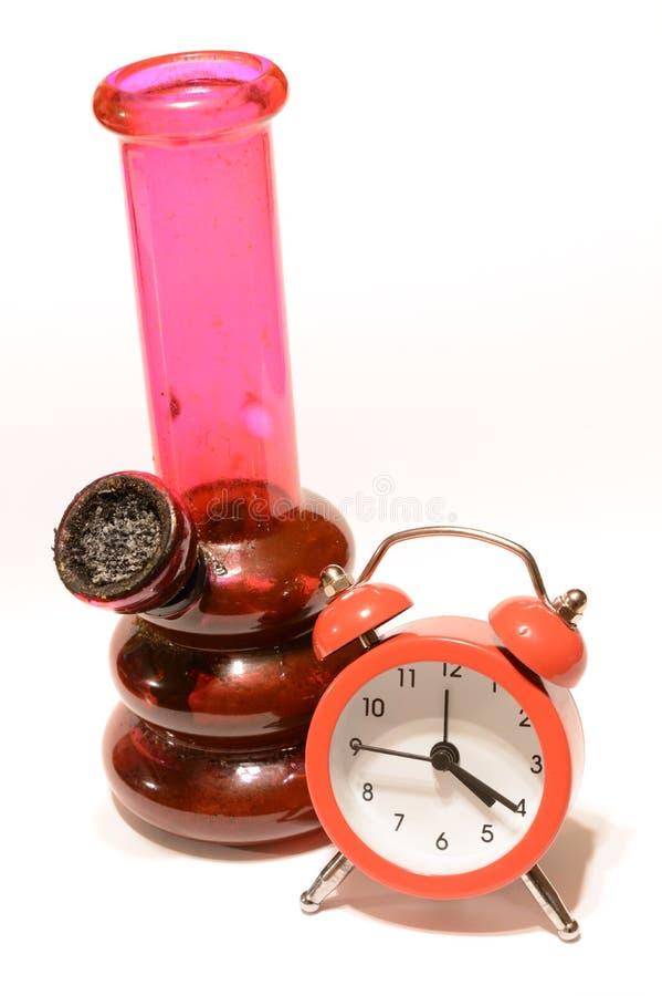 Marijuana y reloj foto de archivo