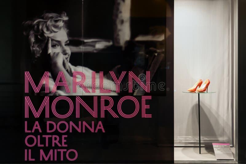Marilyn Monroe - la donna dietro il mito immagini stock