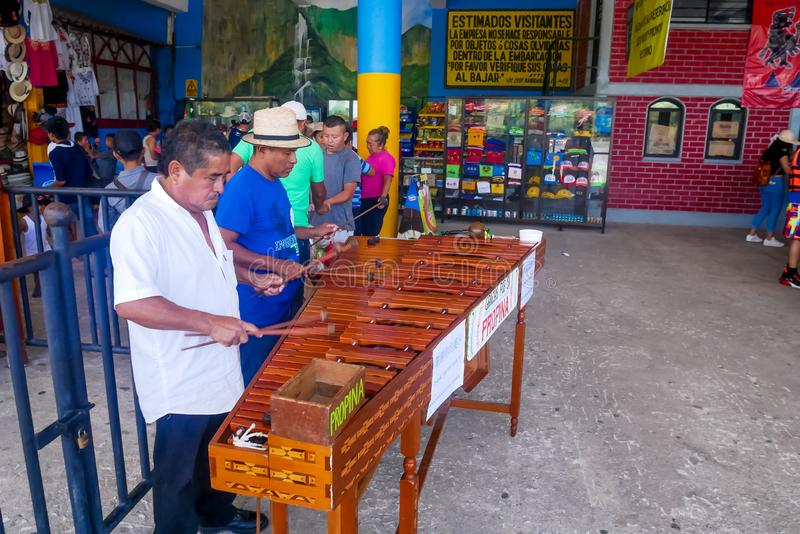 Marimba muzycy przy Chiapas fotografia royalty free