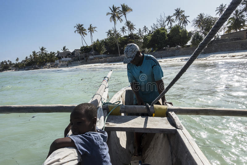 Marin sur le bateau à Zanzibar image libre de droits