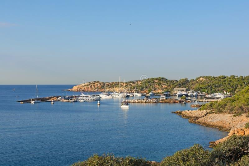 Marina à la baie de Vouliagmeni, Grèce photographie stock