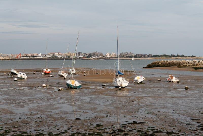 Marina à La Rochelle, France, à marée basse photos stock