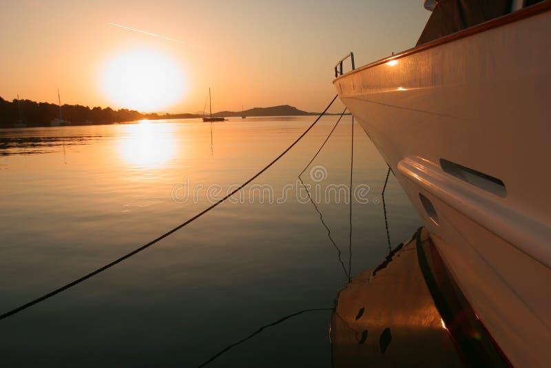 marina över solnedgångzut arkivbild
