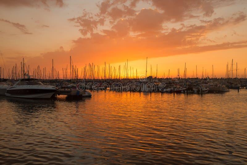 Marina Ashkelon sur le coucher du soleil, Israël image stock