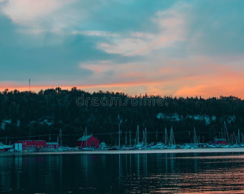 Marina au coucher du soleil photographie stock