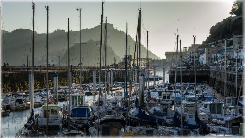 Marina av San Sebastian, Spanien i aftonen royaltyfri bild