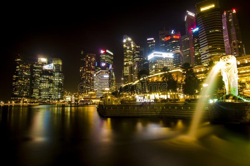 Marina Bay in der Nacht Scape stockbild