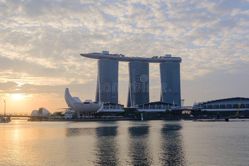 Marina Bay ett popul?rt st?lle f?r turister som bes?ker Singapore arkivfoton