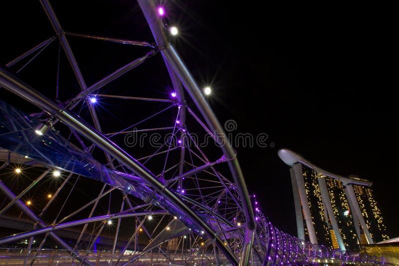 Marina Bay Sands e ponte dell'elica fotografie stock libere da diritti