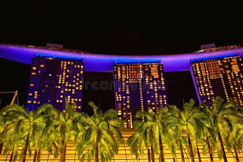 Marina Bay Sands Hotel en la noche fotografía de archivo
