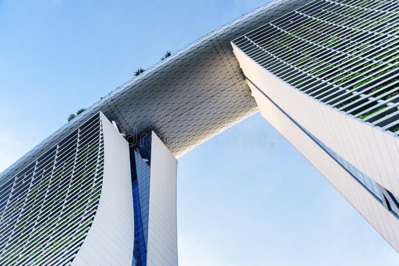 Marina Bay Sands Hotel på bakgrund för blå himmel, Singapore fotografering för bildbyråer