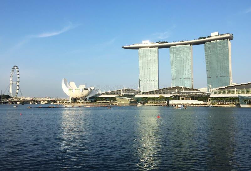 Marina Bay Sands und Singapur-Flieger stockfotografie