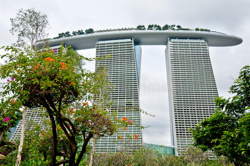 Marina Bay Sands, wie von den Gärten durch die Bucht gesehen, SINGAPUR lizenzfreie stockfotografie