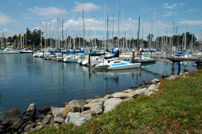 Marina de bateau à voiles image stock