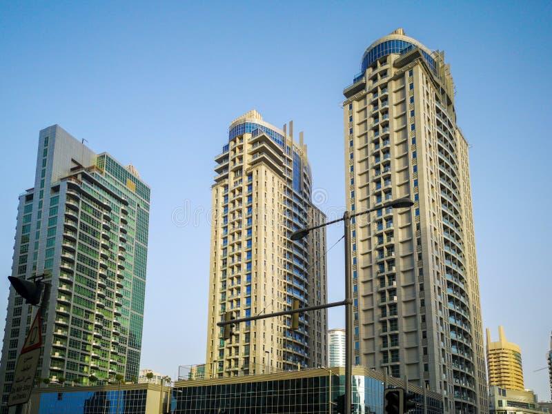 Marina de Dubaï, un secteur d'attraction touristique avec des magasins, restaurants et gratte-ciel résidentiels à Dubaï, Emirats  images libres de droits