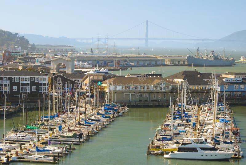 Marina de piliers de constructions du quai du pêcheur images stock