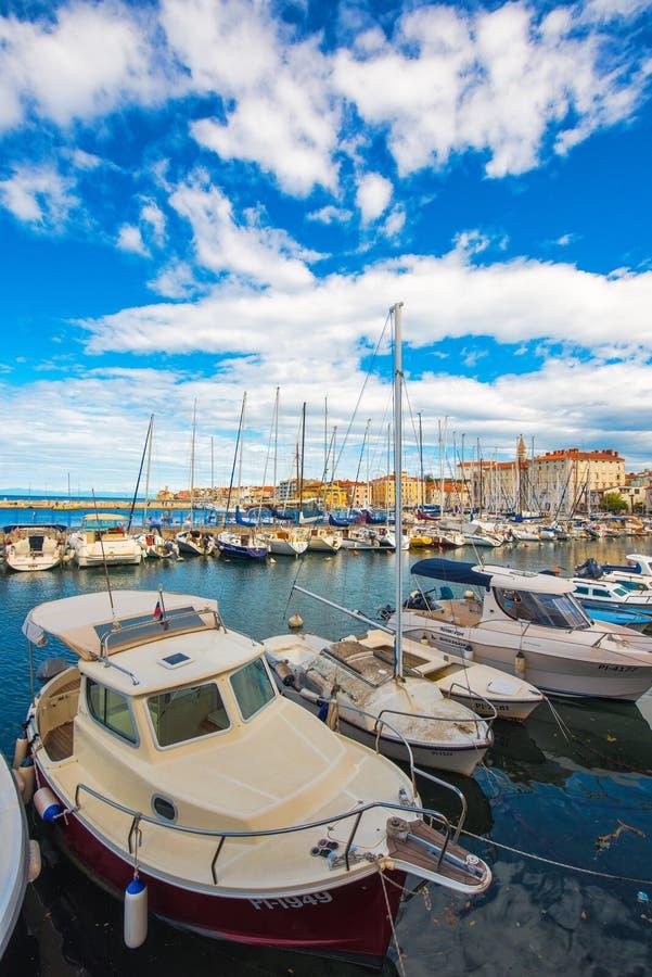 Marina de Piran avec des bateaux photos libres de droits