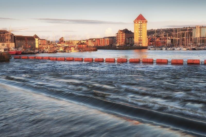 Marina de Swansea et barrage de Tawe photographie stock libre de droits