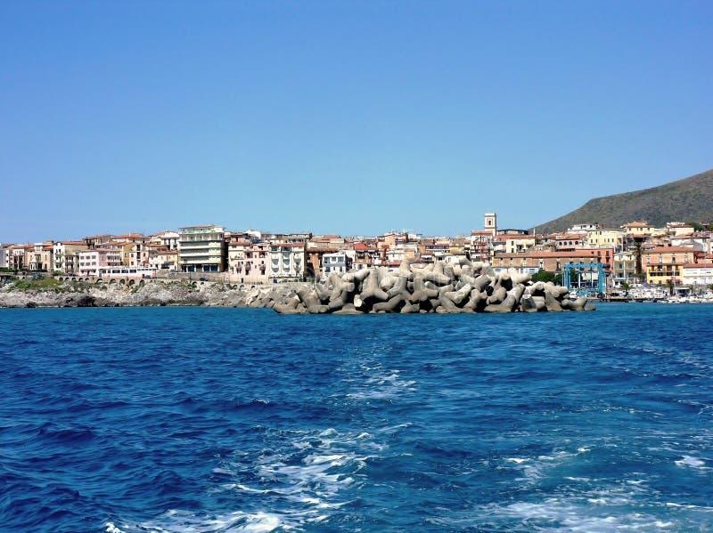 Marina Di Camerota - schronienie faleza zdjęcia royalty free