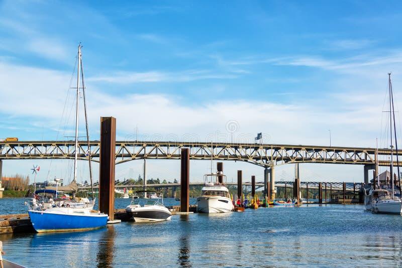 Marina et pont de Marquam photographie stock libre de droits