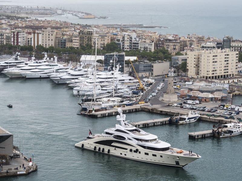 Marina för de större fartygen på Barcelona arkivbilder