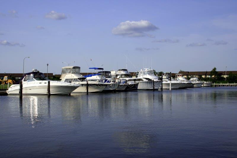 Download Marina för fartyg ii arkivfoto. Bild av aktiverings, semester - 987164