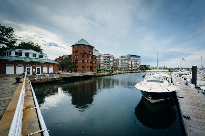 Marina i budynki wzdłuż Charles rzeki w Charlestown, Bo fotografia royalty free