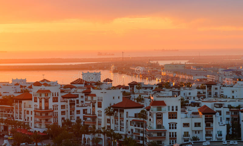 Marina i den Agadir staden på solnedgången, Marocko arkivfoto