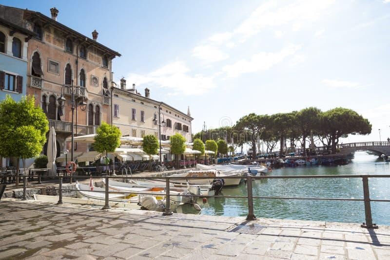 Marina i Desenzano på Garda sjön royaltyfri fotografi