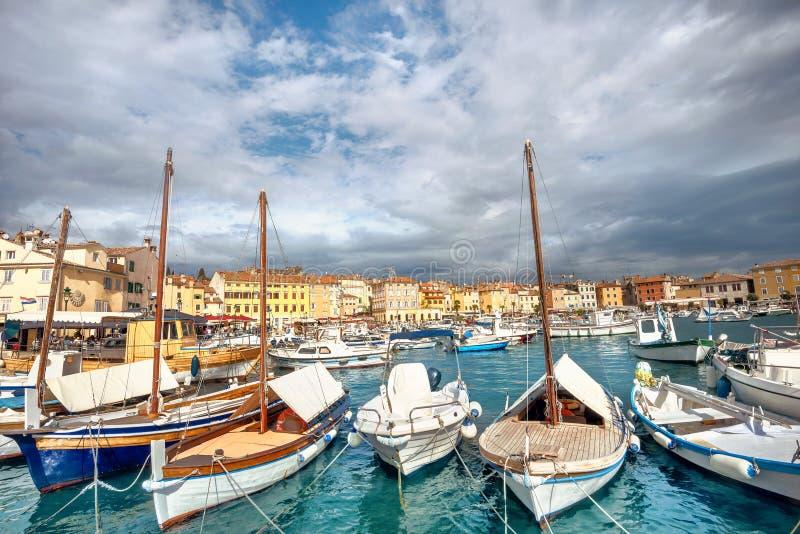 Marina i schronienie Rovinj miasteczko Istria, Chorwacja fotografia royalty free
