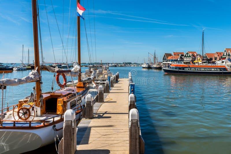 Marina i Volendam Nederländerna royaltyfri bild