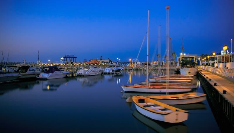 Marina med yachter och fartyg i Israel. Ashkelon. royaltyfri foto