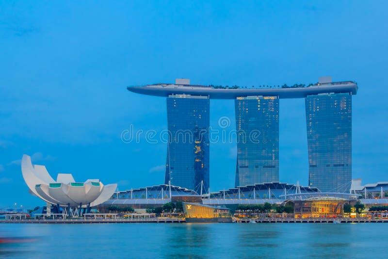 Download Marina Podpalani Hotelowi Piaski Obraz Editorial - Obraz złożonej z błękitny, światło: 53775530