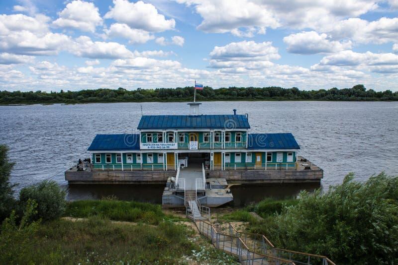 Marina sur la rivière d'Oka dans Murom Russie un jour clair d'été images stock