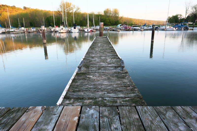 Marina sur le Cayuga de lac photo stock