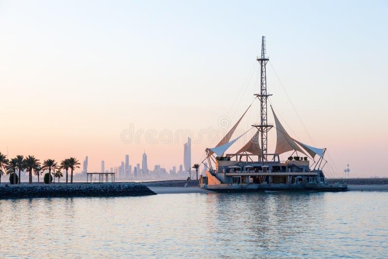 Marina Waves Pavilion in Kuwait-Stadt lizenzfreie stockfotografie