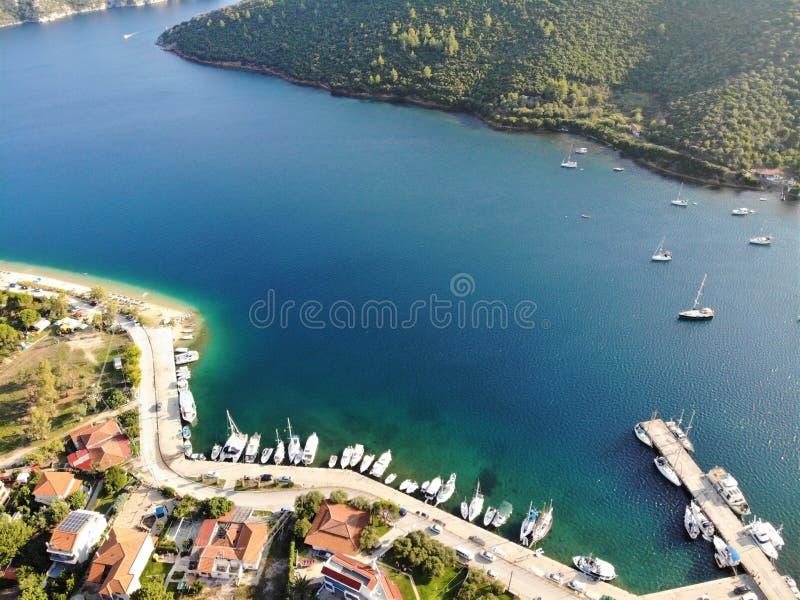 Marina z łodziami w Porto Koufo, morze egejskie, Sithonia, Grecja fotografia royalty free