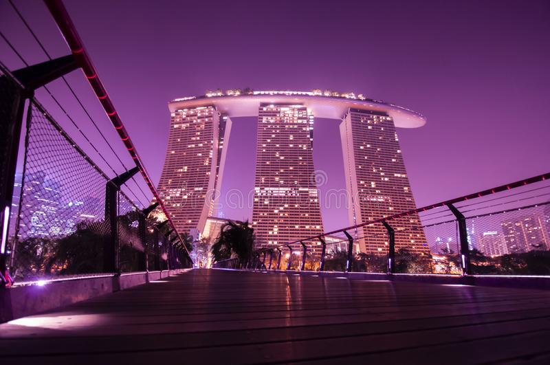 Marinabay Sands at Garden by Bay di notte fotografia stock